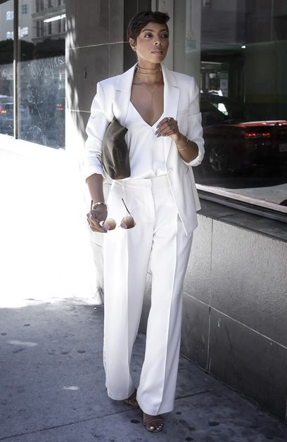Tosha Eason com Look All White