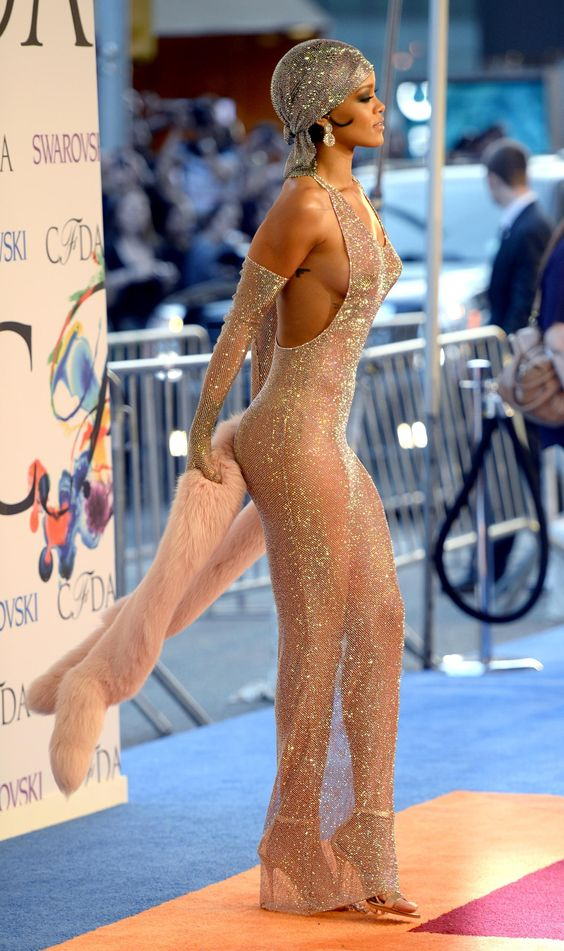 gallery_rihanna-sheer-gown.jpg (1600×2698):