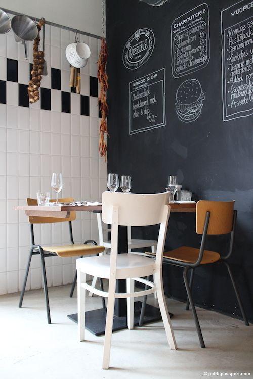 Coin des enfants tableau noir sur le mur dans le cuisine for Tableau noir restaurant