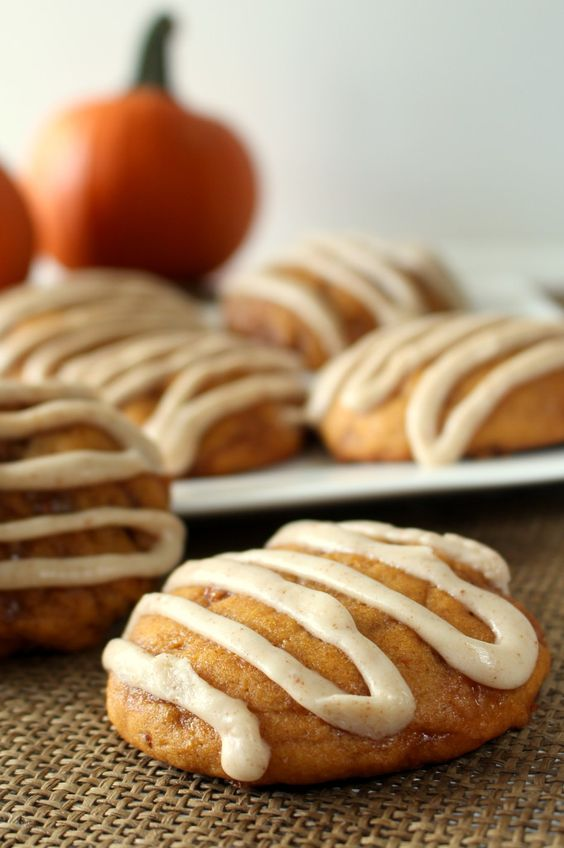 Pumpkin Toffee Cookies with Browned Butter Glaze - Soft, moist pumpkin ...