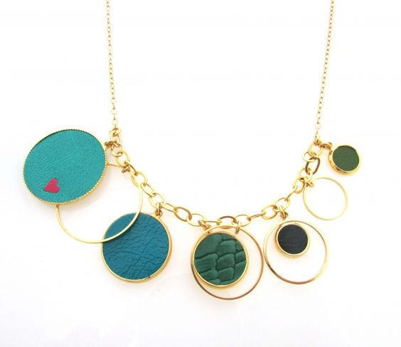 שרשרת עיגולים MINI CLOTILDE בגווני ירוק עם לבבות