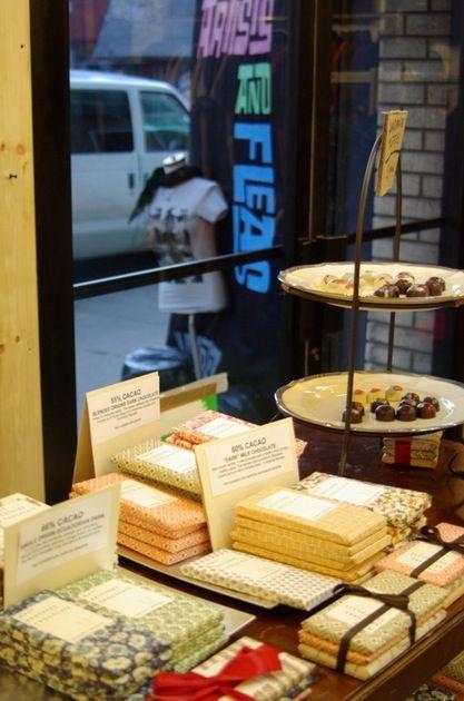 CHOCOLATE PACKAGING - Window display