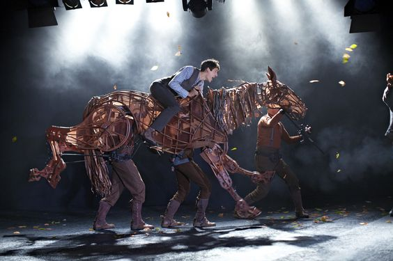 Der weltweite Bühnen-Erfolg GEFÄHRTEN kommt endlich auch nach Deutschland. Ab Herbst 2013 im Stage Theater des Westens.  #War #Horse #Warhorse #Gefährten #Theater #Berlin #Westens #Stage #Entertainment #StageEntertainment #Joey #Show
