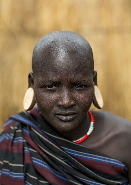 Mursi tribe woman with enlarged earlobes | © Eric Lafforgue www.ericlafforgue.com