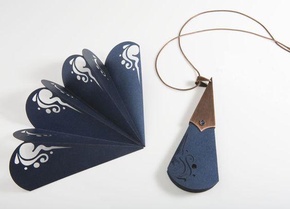 Paper fans in copper clips - Orecchini di carta in una clip di rame