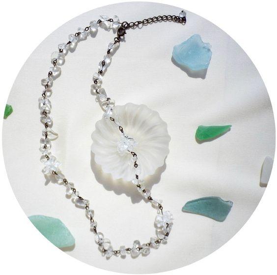 満月をイメージして作成したネックレスです。本水晶を丁寧にテグスで編みました。まるでコンペイトウのようです。チェーンの部分も本水晶で、繋ぎました。アジャスターの...|ハンドメイド、手作り、手仕事品の通販・販売・購入ならCreema。
