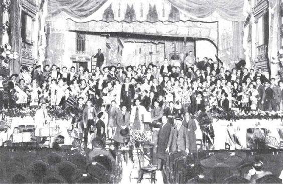 Alumnos del Conservatorio de Murcia actuando en el Teatro Romea en el año 1930