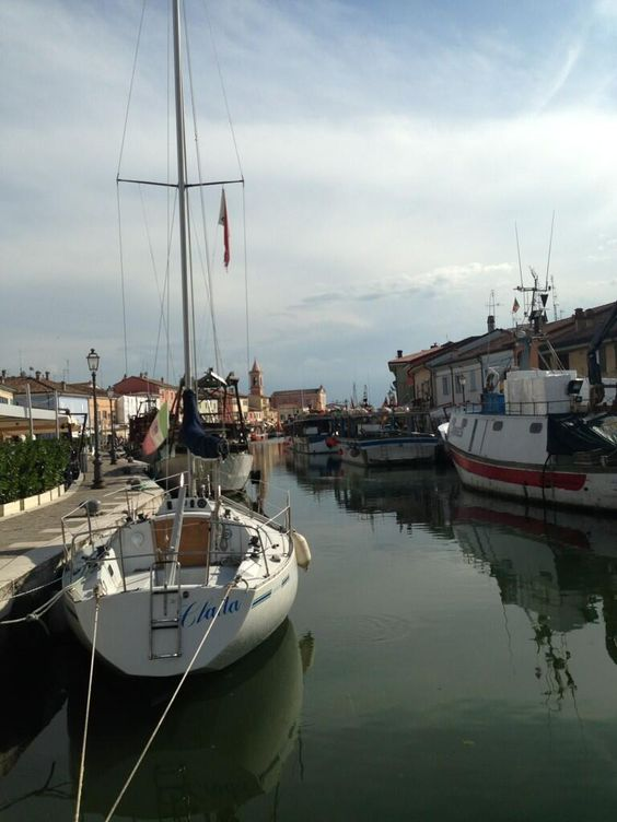 Twitter / @Voyages et Vagabondages: Old harbour and canal in #Cesenatico