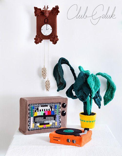 Club Geluk: breiboek, Club Geluk en het geheim van de gebreide ham en meer bizarre breisels, Darn! Men with yarn birthday calendar, DIY, breiles, haakles, workshops breien, haken en borduren, gebreide artikelen, 3D breien, knitting on the edge, extreme knitting, stationery, keukentextiel, breipatronen, haakpatronen, borduurpakketten, breiboek, knitalongs, crochtalongs, kal, cal, vintage en retro stoffen, nostalgische woonaccessoires, originele en handgemaakte cadeaus, Amsterdam, Noord.