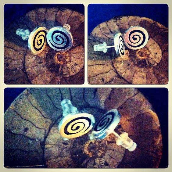 Aros de plata 950 diseño espiral #hechura #hechoamano www.hechura.cl: