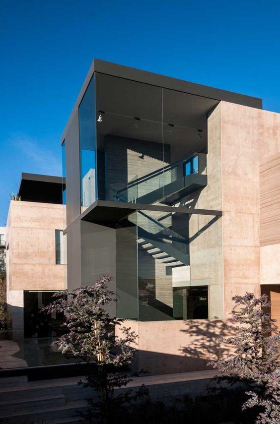 Fachadas de vidrio cinta ventana comercial corpoinvetro for Casa clasica caracas