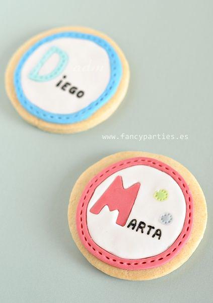 Name Cookies by www.fancyparties.es #namecookies #decoratedcookies