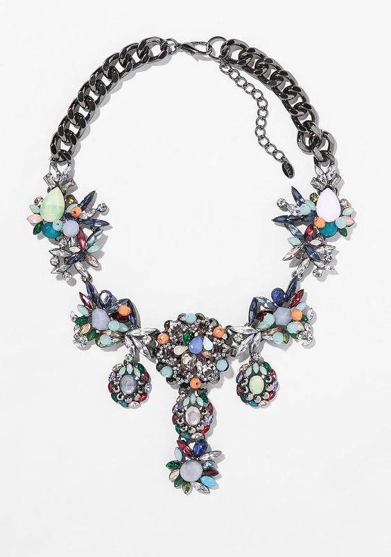 Pin for Later: 10 Teile aus Zaras Schmuckkollektion, die euch beeindrucken werden  Zara multicolor rhinestone bib necklace ($50)