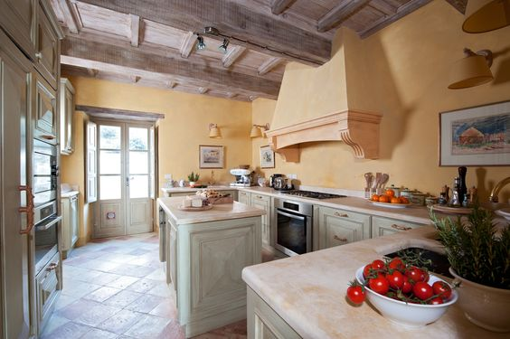 Umbrian country house with pool and panoramic views