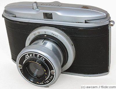 Ferrania: Delta camera c1949. 127 film, 4.5x6cm exposures, viewfinder camera. Collapsible lens.