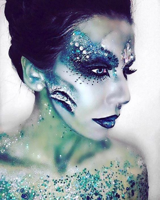 ✨SEA QUEEN MERMAID✨ By our super talented @geoartistry ✨ Products used: Gypsy Shrine Mermaid Glitter Gypsy Shrine Silver Glitter Mehron Paints @mehronuk ✨✨✨✨✨✨✨