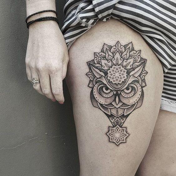 Mandala búho tatuaje por Ben Doudakis.