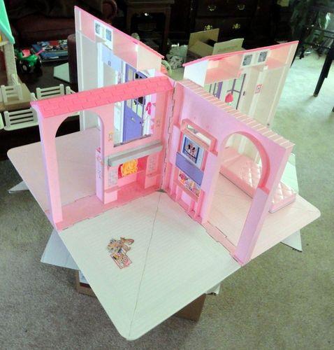 Barbie maison de barbie and ann es 90 on pinterest for Accessoires maison barbie