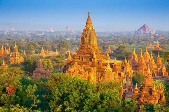 Blick auf einen Teil der an die 2.000 prächtige Stupas, Tempel und Pagoden in der historischen Königsstadt Bagan, Myanmar © Bule Sky Studio / Shutterstock