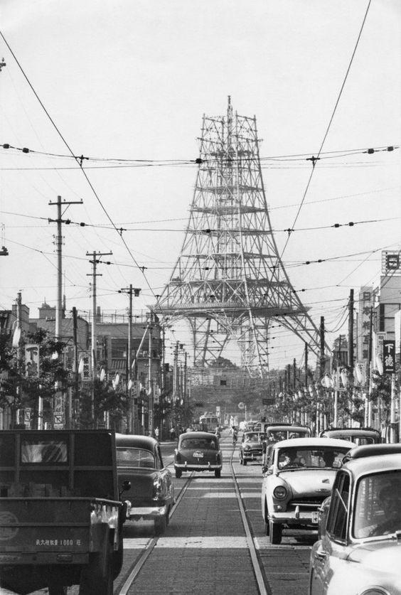 "taishou-kun:  ""Marc Riboud  Tokyo tower 東京トワー, Japan - 1958  """