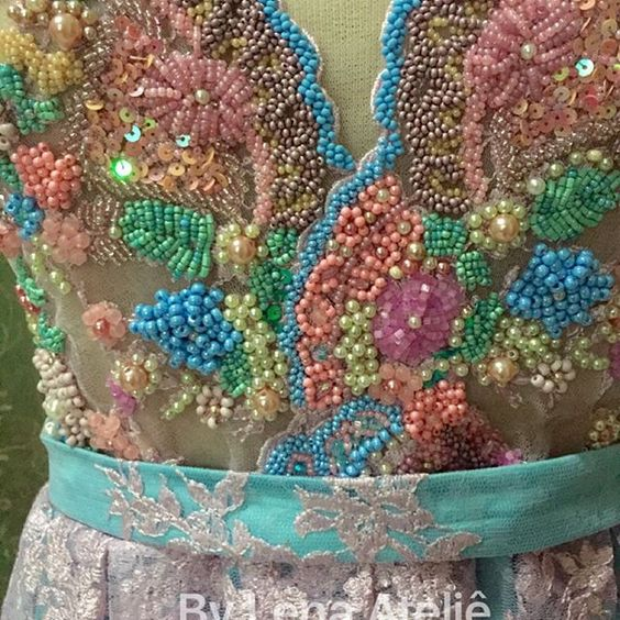 Bom dia ! Sexta-feira maravilhosa ... Cores ... Brilho ... By Lena Ateliê #vestidosdefesta #vestidosdeformatura #vestidosdemadrinha #glamour