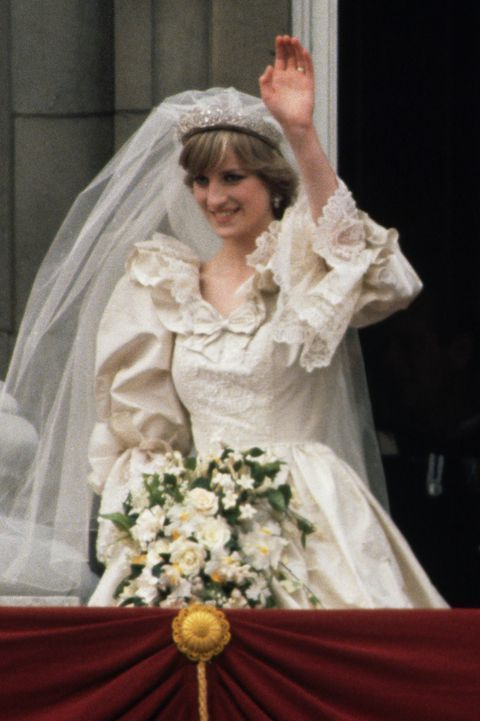 Breaking Down Every Detail On Princess Diana S Iconic Wedding Dress In 2020 Princess Diana Wedding Princess Diana Wedding Dress Diana Wedding Dress