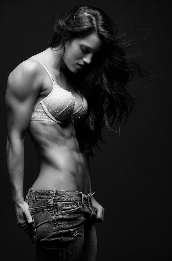 Absolut perfekte Form! Tolles #Sixpack und starke #Muskeln :) Grenade ist einer der stärksten #Fatburner: http://bit.ly/1HQJhoX