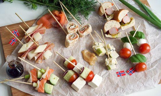 Tapas er en klassiker på 17. mai. Disse enkle tapasrettene med inspirasjon fra hele verden lager du på 30 sekunder! Null steking, koking eller baking.