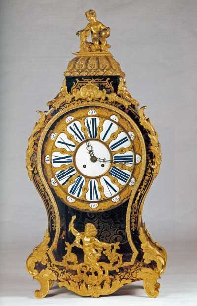 Orologio da mensola, Manifattura francese (Francia), legno, ottone, tartaruga, vetro, smalto bianco, ottone lucidato,  seconda metà del XIX d.c. / Bracket clock, French manufacturing (France), wood, brass, glass, tortoiseshell, white enamel, polished brass, second half of 19th century, Gorizia, Palazzo Coronini Cronberg, inv. 1609