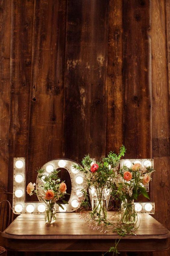 decoracao de casamento quanto se gastaWedding Marquee Love Letters