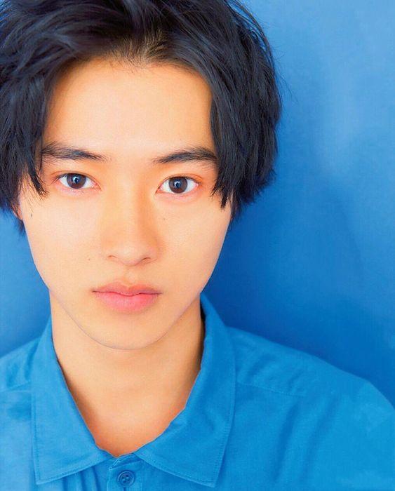 ブルーがよく似合っている山崎賢人のかわいい画像