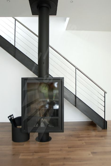 Photo dt38 esca 39 droit escalier m tallique d 39 int rieur for Escalier metallique interieur