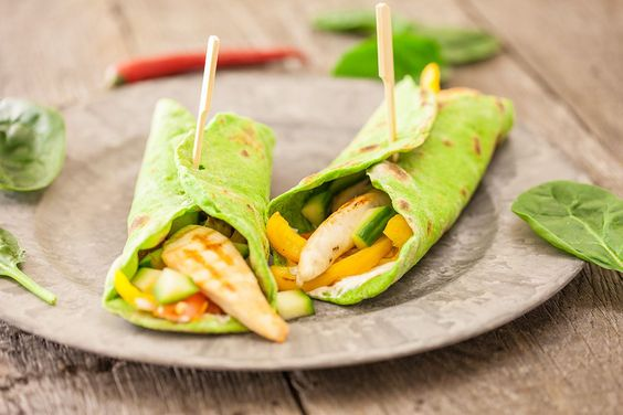Thin, home-made spinach tortillas with an absolutely delicious filling. Ready in 1 hour and 20 minutes, this recipe makes four spinach tortillas.