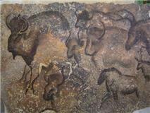 Rupestre 2. Carbón y tinta sobre mármol travertino rojo