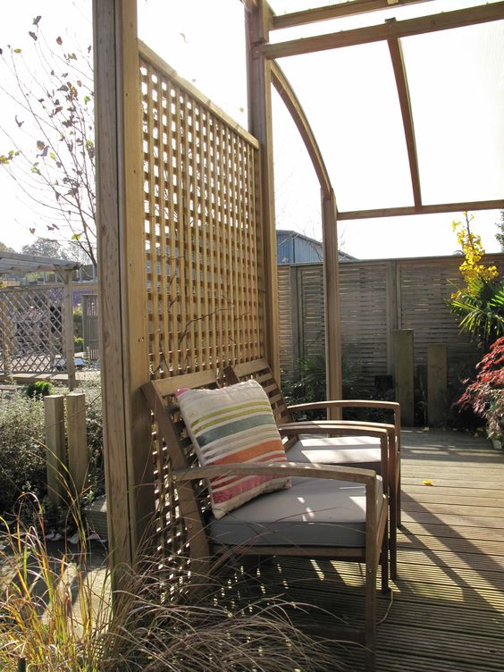 Trellis fence panels trellis fence and fence panels on for Free standing garden trellis designs
