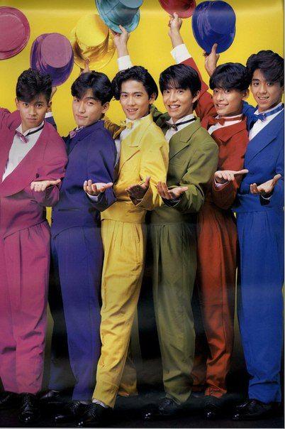 カラースーツを着たSMAP