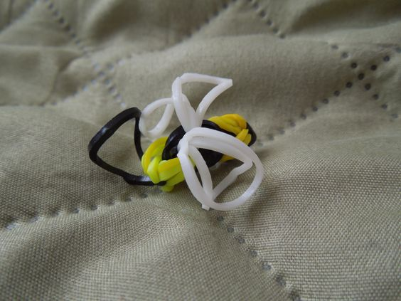 Bumble Bee rainbow loom charm made on crochet hook, inspired by DIYmommy