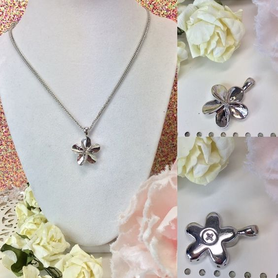 Flower Burst Memory Urn Necklace This beautiful urn flower burst necklace is a great way to keep your loved one close to your heart .   The top unscrews so that you can place your loved ones securely inside.    Please message us with any questions. Jewelry Necklaces