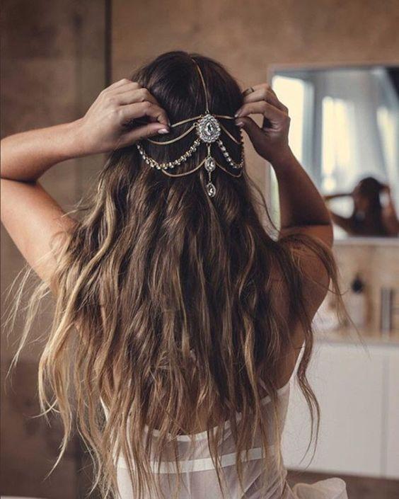 noiva de cabelo solto com grinalda