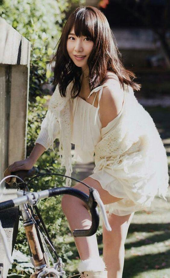 自転車に乗る高橋朱里