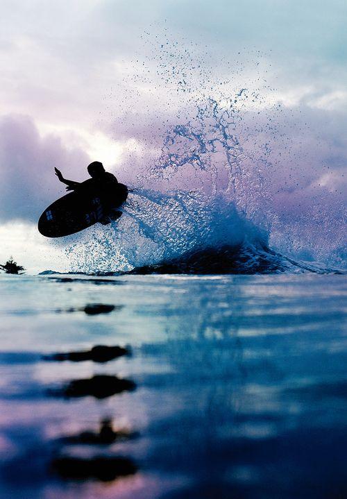 朝日が出る前にサーフィンの練習