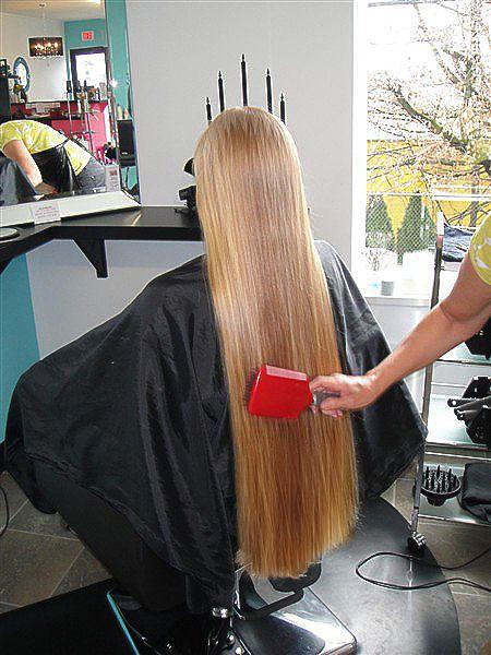 Super ilongi ihairi If she is at the hairdresser I wonder