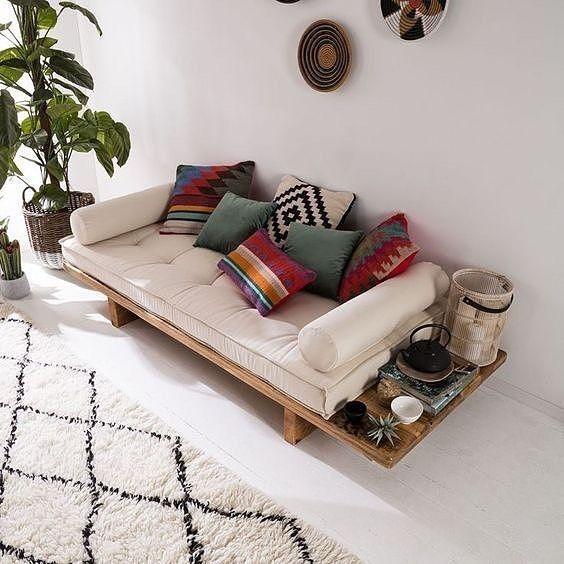 A imagem pode conter: sala de estar e área interna