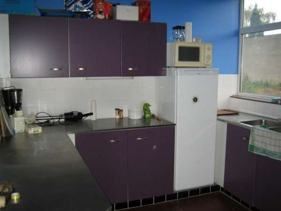 Volledig uitgeruste Keuken met Frigo, microgolf, 2 grote vuren en 4 gewone