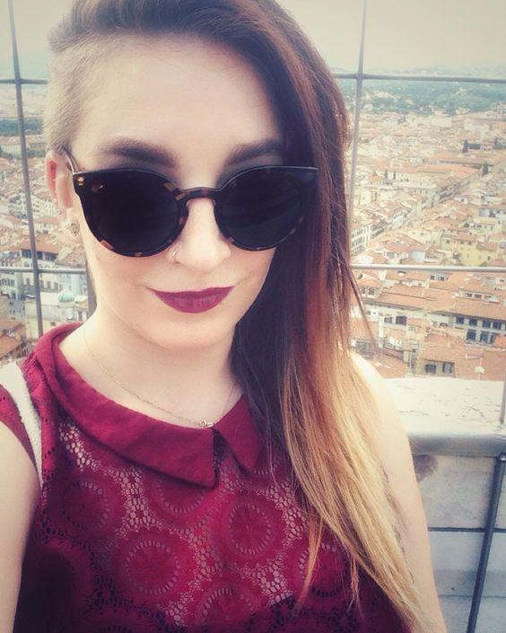 #selfie #firenze #duomo #citytrip #sunshine #ontop #city #italia #florence #urlaubsguru #twiptrips #me #sunglasses #lipstick #red #sidecut by vlrlv