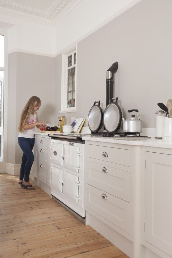 skimming stone from farrow and ball matches the gorgeous pale aga in this shaker kitchen from. Black Bedroom Furniture Sets. Home Design Ideas