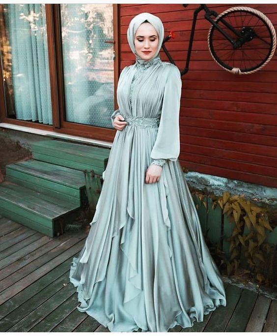 Mavi Tesettur Elbise Modeli 2019 Kadinev Com Elbise Modelleri Elbise Payet Elbise