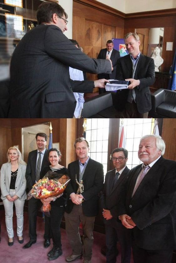 Yesterday (June 16), the mayor of Dunkerque, Patrice Vergriete, offered the flag of the city to filmmaker Christopher Nolan.