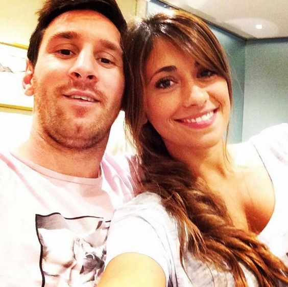 Messi and Antonella Roccuzzo in a romantic photo