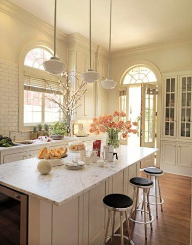 Pretty and simple kitchen, neutral tones
